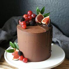 Bolo Normal, Icing Cake Design, Fridge Cake, Cake Decorating For Beginners, 21st Cake, Cake Writing, Beautiful Birthday Cakes, Berry Cake, Dessert Decoration