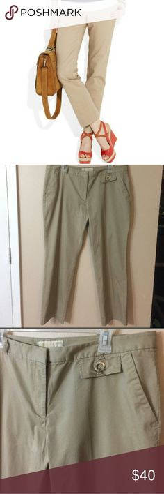 MICHAEL KORS Cropped Khaki Pants EUC! Classic cropped khaki pants with two front pockets, two welt pockets on back, and silvertone Hardware detail! Laid flat waist measures 18 inches, inseam is 27 inches. No holes, ribs, or stains! First picture is for styling ideas, I do not own the image. MICHAEL Michael Kors Pants Ankle & Cropped
