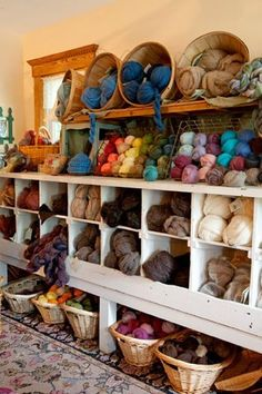yarn display, I would love this in my dream craft room! Knitting Room, Knitting Storage, Yarn Storage, Craft Storage, Wool Shop, Yarn Shop, Yarn Display, Yarn Organization, Space Crafts