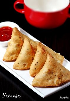Samosa recipe - Popular deep fried snack & street food of India, made with potato filling. Punjabi samosa turns crispy delicious & great with this recipe Healthy Potato Recipes, Vegetarian Recipes, Snack Recipes, Cooking Recipes, Diwali Snacks, Diwali Food, Indian Snacks, Indian Food Recipes, Baked Samosa