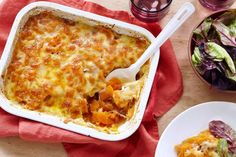 A yummy vegetarian bake that can be served as a main meal or side dish. Hearty and warm and a great alternative to a regular potato bake! Cheap Family Dinners, Cheap Meals, Vegetarian Bake, Vegetarian Recipes, Fun Baking Recipes, Cooking Recipes, Free Recipes, Easy Recipes, Vegetable Recipes