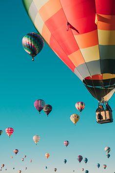 air balloon hot air balloons under blue sky Balloon fiesta Albuquerque Balloon Festival, Air Balloon Festival, Ballons Fotografie, Balloon Pictures, Air Balloon Rides, Hot Air Balloons, Balloon Race, Balloon Balloon, Air Ballon
