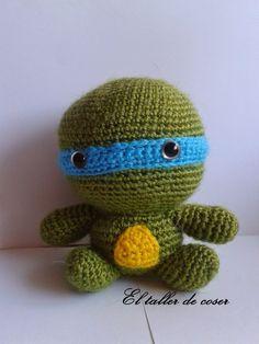 Tortuga Ninja Amigurumi - Patrón Gratis en Español aquí: http://eltallerdecoser.blogspot.com/2014/09/patron-tortugas-ninja.html