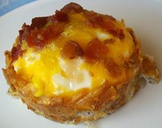 Shredded hash browns pressed into muffin tin; salt and pepper to taste, add shredded cheese, bake in oiled muffin tin for 15 mins at 425. Reduce heat to 350 add egg and bacon pieces and some  cheese on top bake 15 to 18 additional mins. - Click image to find more Food & Drink Pinterest pins
