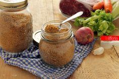 Il brodo in polvere fatto in casa è un ottimo insaporitore sempre pronto in dispensa per ogni uso. Ne basta pochissimo per arricchire i propri piatti!