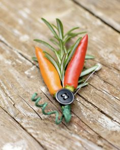 Boutonniere rosemary & peppers, perfect for a natural, country or rustic wedding