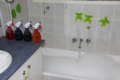 BUBBLE BATH SPRAY PAINTING #toddlers #earlyeducation