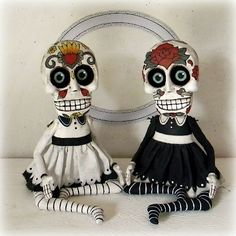 Day of the Dead Sugar Skull Doll Sculpture-- Original Hand Painted Folk Art… Mexico Day Of The Dead, Day Of The Dead Skull, Mexican Skulls, Mexican Folk Art, Halloween Skeletons, Halloween Crafts, Halloween Makeup, Halloween Labels, Halloween Halloween