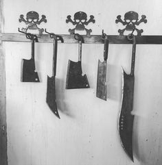 Here is a one of a kind #threesheetsMAD  coat rack. Of course our captain @ericwhoff used it to store his handmade knifes but coats would look great too.  #renaissancepleasurefaire #renaissancefaire #renaissancefaire #pirateart #pirates #pyrates #pyrateart #suportart #metalworking #metalworkersofinstagram #skull #skulls #skullart #skullsskullsskulls #piratedecor #uniquecoatrack by three_sheets_metal_art_design