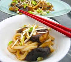Mushrooms And Udon Noodles In Oyster Sauce>\ .  To see all Pictures, Recipes and Links, go to www.ChefsOpinion.org