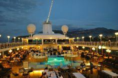 Dining al fresco in Sorrento, Italy. #travel #cruises