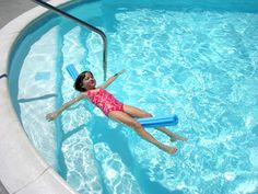 DIY Swimming Lessons: Teach Your Child to Do a Back Float - Yahoo! Voices - voices.yahoo.com Swimming Lessons For Kids, Swimming Tips, Swim Lessons, Class Design, Yoga Moves, Lifeguard, Raising Kids, Teaching Kids, Summertime