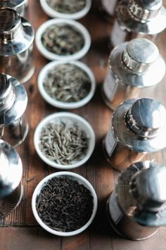 A variety of loose leaf tea √