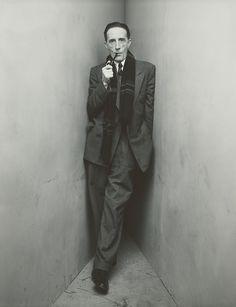 Marcel Duchamp the man i love. Photo: Irving Penn cornered Marcel Duchamp in 1948 Irving Penn, Man Ray, L'art Du Portrait, Portrait Photography, Artistic Portrait, Famous Photography, Classic Photography, White Photography, Fashion Photography