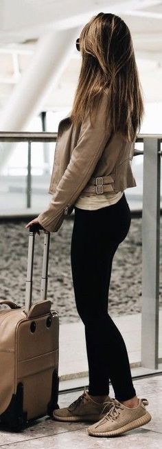 athleisure outfit, trainers and leggings, travel outfit