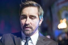 Lee Pace signing autographs at The Hobbit world premiere, London, Dec. 1, 2014.