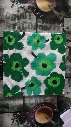Hama Beads Design, Hama Beads Patterns, Beading Patterns, Floral Patterns, Textile Patterns, Pearler Beads, Fuse Beads, Beads And Wire, Hama Beads Coasters