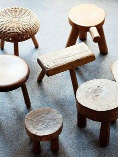 love wooden stools (from the home of Greg Wooten, on The Selby) Log Stools, Rustic Stools, Step Stools, Dining Stools, Rustic Wood, Eco Deco, Wood Furniture, Furniture Design, Wood Stool