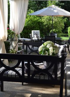 Black and white patio. The Polohouse