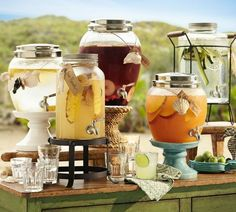18 Unique & Creative Wedding Drink Bar Ideas for Outdoor Wedding wedding weddingbar weddingreception Sangria Bar, Cocktails Bar, Bar Drinks, Drink Bar, Beverages, Alcoholic Drinks, Mason Jar Drink Dispenser, Mason Jar Drinks, Beverage Dispenser