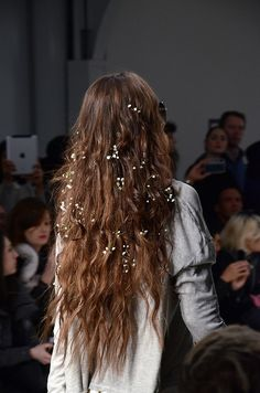 Tiny flowers tucked into hair -baby's breath? Yes, please.