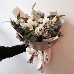 . Lesson Order Katalk ID vaness52 E-mail vanessflower@naver.com . #vanessflower #vaness #flower #florist #flowershop #handtied #flowergram #flowerlesson #flowerclass #바네스 #플라워 #바네스플라워 #플라워카페 #플로리스트 #꽃다발 #부케 #원데이클래스 #플로리스트학원 #화훼장식기능사 #플라워레슨 #플라워아카데미 #꽃수업 #꽃주문 #부케 #花 #花艺师 #花卉研究者 #花店 #花艺 . . 깨끗한 화이트 그린 꽃다발