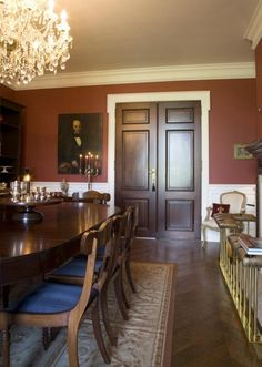 rode eetkamer engelse stijl French Country Kitchens, French Kitchen, Country French, English Decor, English Style, New Homes, Formal, Dining Rooms, House