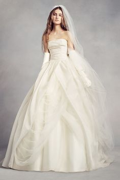 Vera Wang VW351178  Wedding Dress on Sale 26% Off