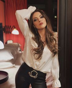 Elizabeth Gillies gorgeous in a white top and black leather pants Pretty People, Beautiful People, Liz Gilles, Celebrity Photos, Celebrity Style, Hot Brunette, Attractive People, Celebs, Celebrities