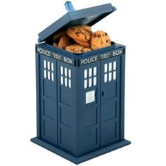 Buy Doctor Who - Tardis Talking Cookie Jar online and save! How about a TARDIS for your cookies? An especially sweet gift for yourself or that Doctor Who admirer in your life, the Doctor Who TARDIS Talking Coo. Doctor Who Tardis, The Tardis, The Doctor, Tenth Doctor, Tardis Blue, Watch Doctor, Cookies Box, Cookies Light, Dr Who