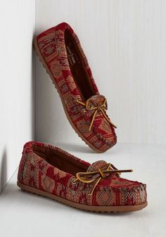 Sunset 'Em Straight Flat. For fashionistas who have yet to learn that the shoe is the most important part of the look, these tapestry moccasins by Minnetonka will show them the way! #gold #prom #modcloth