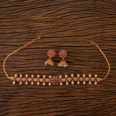 Matte Gold Choker/ Ruby Emerald Choker/ South Jewelry/ Indian Choker/ Indian Necklace/ Temple Jewelr Jewelry Design Earrings, Gold Earrings Designs, Ruby Jewelry, Antique Jewellery Designs, Indian Gold Jewellery Design, Indian Necklace, Gold Jewelry Simple, Temple Jewellery