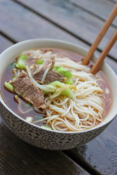 phở - Vietnamese soup with beef and noodles Vietnamese Soup, Beef And Noodles, Pho, Soups And Stews, Salads, Spaghetti, Dinner, Ethnic Recipes, Drinks