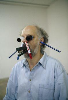 Erwin Wurm, One minute sculpture, 1999