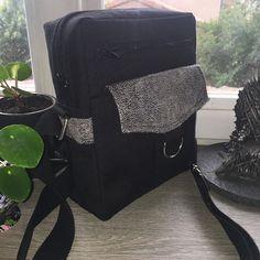 @atelier_sable_noir sur Instagram: Cadeau de fête des pères : un Jive de @patrons_sacotin en toile luggage et simili vieilli gris de @lamerceriedescreateurs