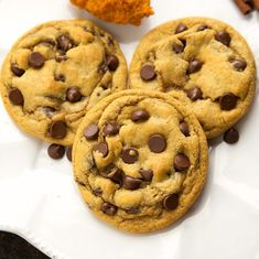 The best {non-cakey} pumpkin spiced chocolate-chip cookies. Crisp exterior, chewy interior, and easy to make in one bowl with no mixers needed! I'm not sure if it has been discussed here on t… Cookie Desserts, Just Desserts, Cookie Recipes, Delicious Desserts, Dessert Recipes, Yummy Food, Fall Desserts, Vegan Desserts, Healthy Food