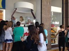 #NoVarejoPeloMundo A @NutellaUSA começou a abrir quiosques no Brasil nesta semana. Além da unidade inaugurada no Internacional Shopping Guarulhos, a marca inaugurou hoje mais um espaço no Top Center, na Av. Paulista, em SP. O cheiro de chocolate chegava no outro lado da avenida. #novarejo #retail #nutella #chocolate
