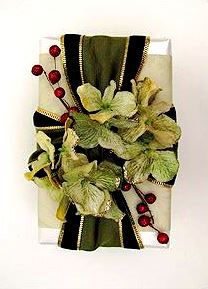 #Christmas gift #wrapping ideas ToniK ⓦⓡⓐⓟ ⓘⓣ ⓤⓟ #DIY #crafts wide ribbon giftdecorating.com