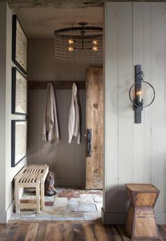 3 Easy Ways to Achieve the Rustic Style at Home Deco Champetre, European Home Decor, European Homes, Rustic Farmhouse, Rustic Entry, Rustic Wood, Modern Entry, Farmhouse Small, Farmhouse Interior