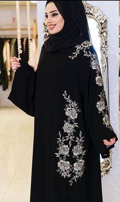 Abaya Designs Latest, Abaya Designs Dubai, Simple Abaya Designs, New Abaya Style, Burqa Designs, Modele Hijab, Kaftan Abaya, Black Abaya, Niqab Fashion