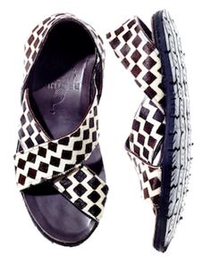The Brother Tyre Sandal owes its origins to the Maasai tribe, a Nilotic ethnic group of semi-nomadic people inhabiting Kenya and northern Tanzania. Zero Drop Shoes, Black And White Sandals, Old Models, Resort Wear, Shoe Brands, Me Too Shoes, Fashion Shoes, Footwear, My Style