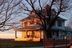 My farmhouse! This is my dream house--a big ol' white farm house with wraparound porch Old Farm Houses, White Farmhouse, House Goals, Country Life, Country Farm, Country Homes, Country Living, Country Style, Farm Life