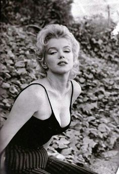Marilyn Monroe photographed by Gordon Parks, 1956 Estilo Marilyn Monroe, Marilyn Monroe Fotos, Norma Jean Marilyn Monroe, Hollywood Glamour, Classic Hollywood, Old Hollywood, Hollywood Actresses, Joe Dimaggio, Pin Up