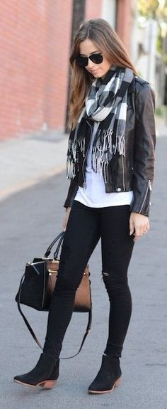 Winter is that season you can look really fancy, even wearing simple clothes. The winter fashion brings several possibilities, winter outfits for women Style Outfits, Plaid Outfits, Casual Dresses, Casual Outfits, Cute Outfits, Fashion Dresses, Look Office, Look Street Style, Leather Jacket Outfits