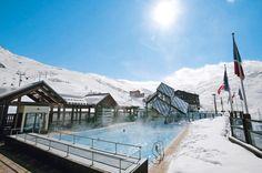 Appartementen Bruyères & Réberty. Deze budgetvriendelijke en comfortabele driesterrenappartementen liggen verspreid over de wijken Bruyères en Réberty in Les Menuires. Je kunt skiën tot aan de accommodatie. De skiliften liggen op 200 m. Het skioord Les Menuires ligt op 1850 m hoogte en is een belangrijke schakel van het skigebied Les Trois Vallées. Kindvriendelijkheid wordt hier hoog in het vaandel gedragen. In #Bruyères en Réberty zijn er bars, restaurants en winkels.   Officiële categorie…