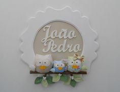 Porta maternidade ou enfeite para o quarto do(a) bebê com 3 passarinhos.    Ao fazer a compra você deve informar o nome,as cores de fundo e passarinhos que podem ser escolhidas no mostruário.    A moldura de mdf mede 38cm de diâmetro