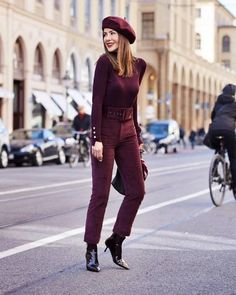 Warm Fall Days Street Style image of fusun lindner ( wearing fall street style inspiration - Warm Fall Adrette Outfits, Winter Outfits, Casual Outfits, Winter Fashion Outfits, Autumn Winter Fashion, Colored Pants Outfits, Beret Outfit, Burgundy Outfit, Business Outfits Women