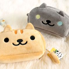 Not only this Nyanko cat pencil case looks super cute and soft, it is also roomy enough to store all your writing instruments inside. Stationary School, Cute Stationary, Japanese Stationery, Kawaii Stationery, Pusheen, Cute Pencil Case, Pencil Cases, Japanese School Supplies, Looks Kawaii