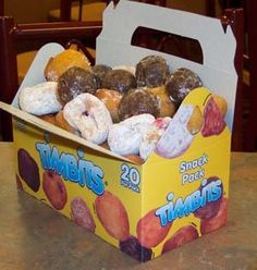 Timbits ♥ - to my american and british friends, these are one of the best things about canada! Canadian Things, I Am Canadian, Canadian Food, Timmy Time, Fast Casual Restaurant, Canada Eh, Tim Hortons, True North, Cool Countries