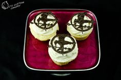 Hunger Games Cupcakes with Mockingjay Pin